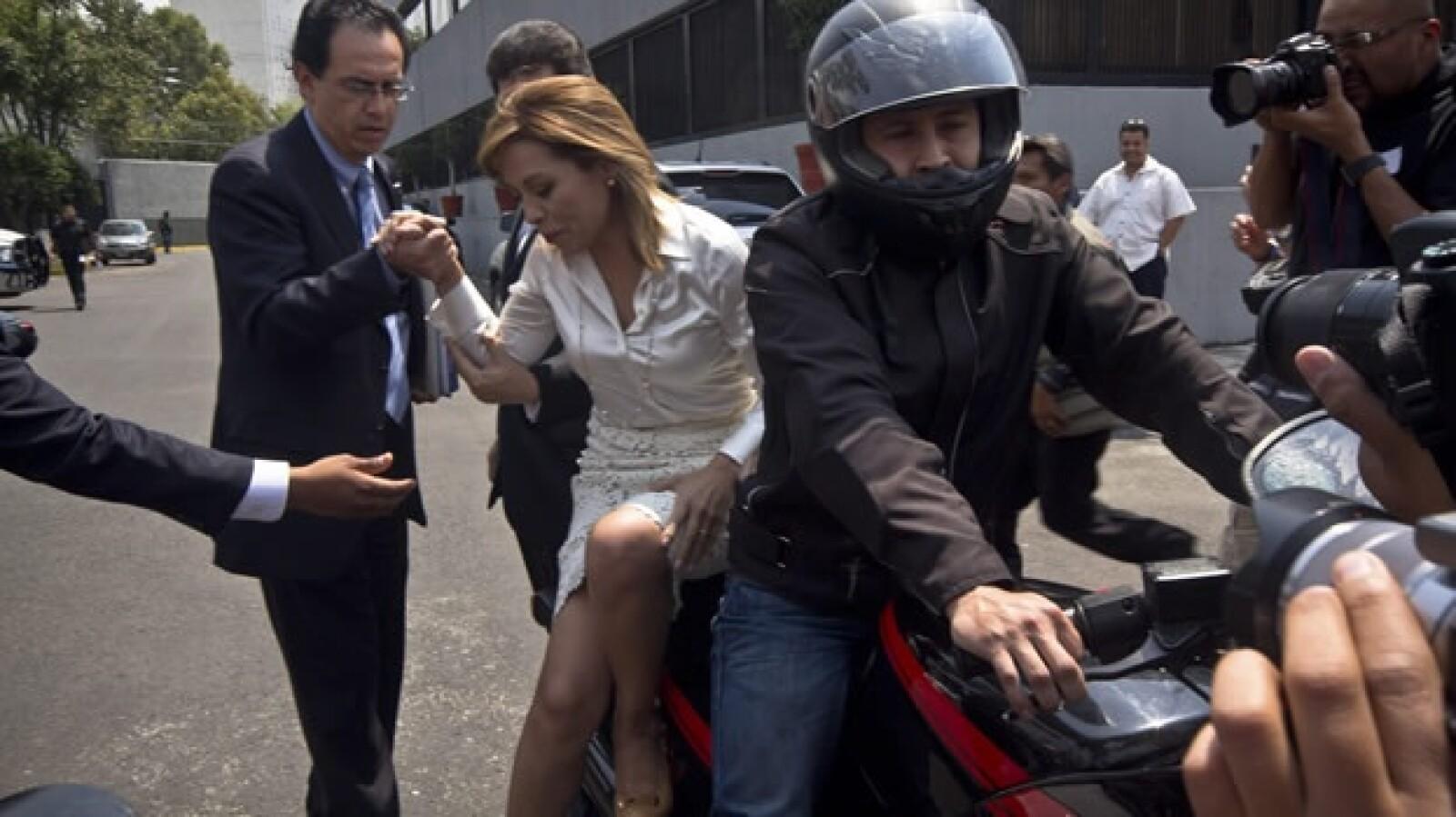 Vázquez Mota llega en moto al ife