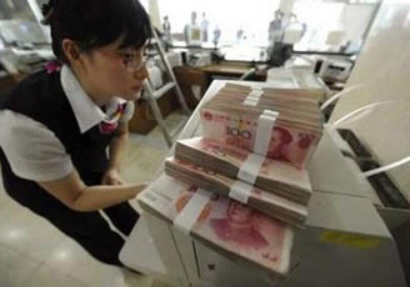 La alta acumulación de reservas puede generar aún más presiones políticas externas para revaluar el yuan. (Foto: Reuters)