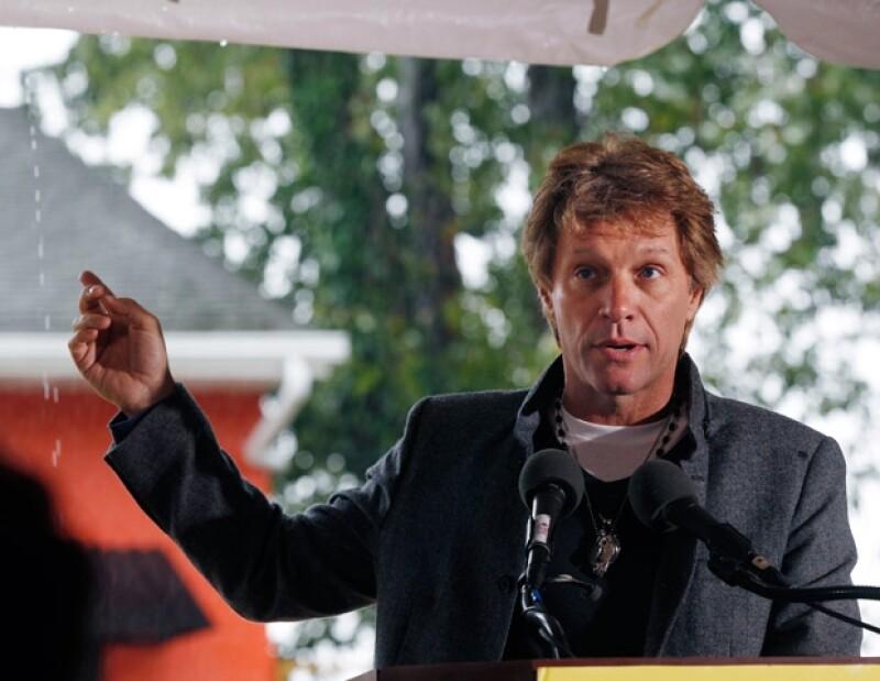 Jon Bon Jovi ha impulsado diversas acciones para ayudar a la gente más necesitada.