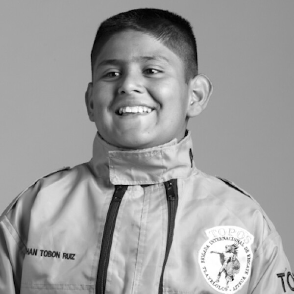 Salvó vidas en el siniestro del Hospital de Cuajimalpa. Es el rescatista más joven de la Brigada Topos Azteca.