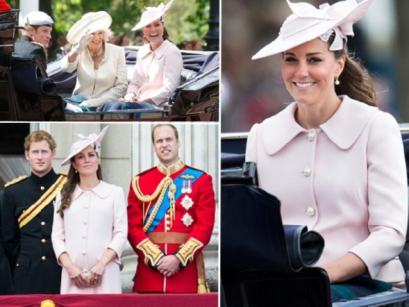 En días pasados la Duquesa inauguró un crucero y se dijo que ese sería su último evento público antes de dar a luz, sin embargo, este sábado acompañó a la reina en el festejo por su cumpleaños.