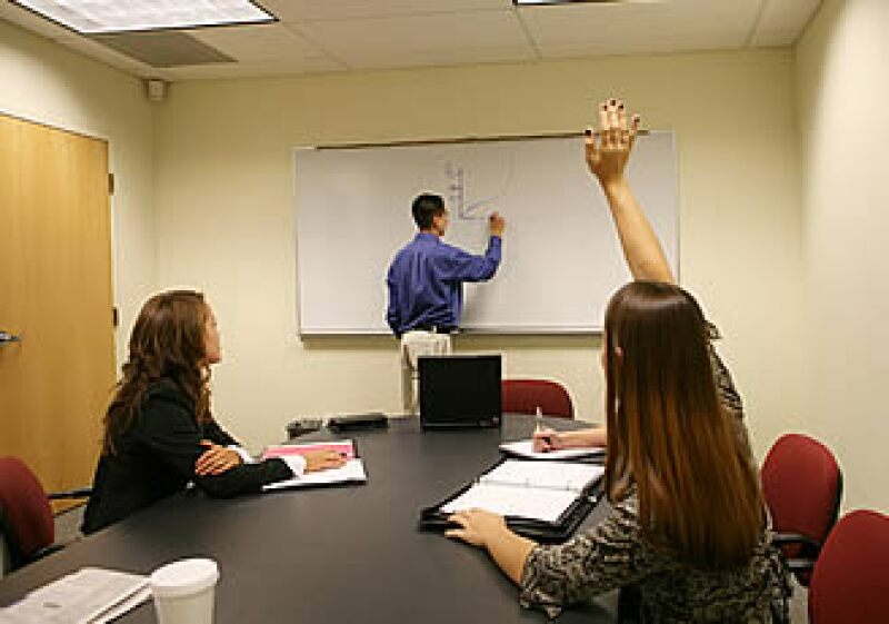Un emprendedor debe conocer totalmente a su empresa y estudiar la cantidad de personal que necesita. (Foto: archivo)