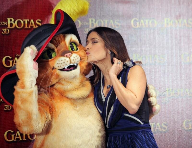 Tras nueve años de no venir a México y no reunirse con los medios de comunicación, la actriz reapareció ante la prensa nacional junto con su compañero Antonio Banderas, para platicar de su película.