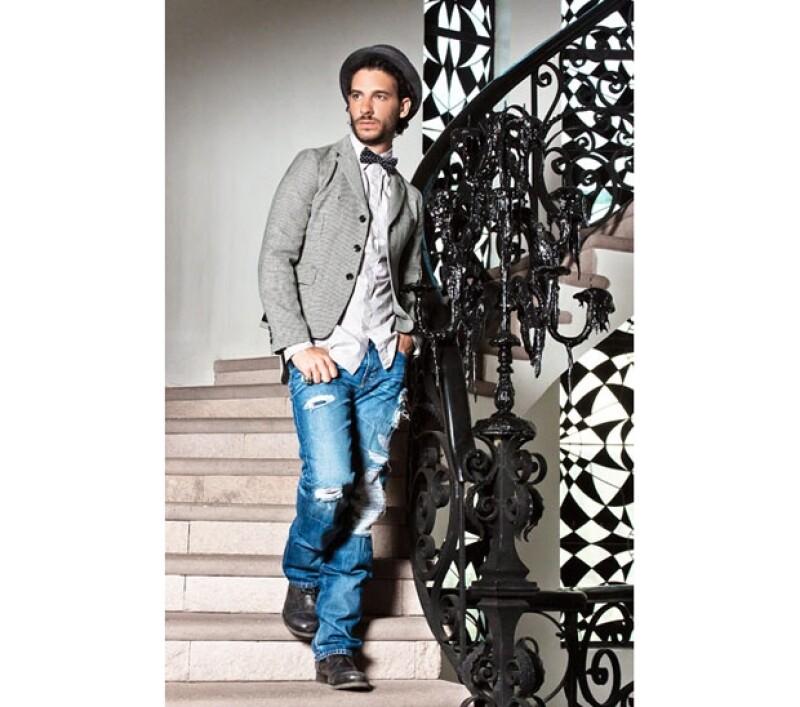 Antes de regresar al trabajo, el guapo actor desea tomarse unos meses de descanso con su bella esposa Karla Guindi.