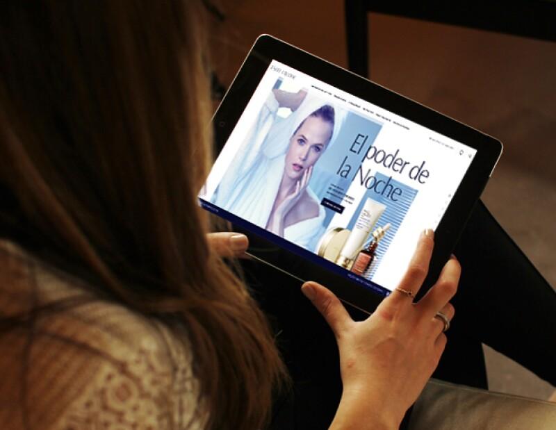 Sabemos que te encanta comprar por Internet, y ahora también puedes hacerlo con Estée Lauder. Esto es lo que más nos gusta de hacer online shopping.