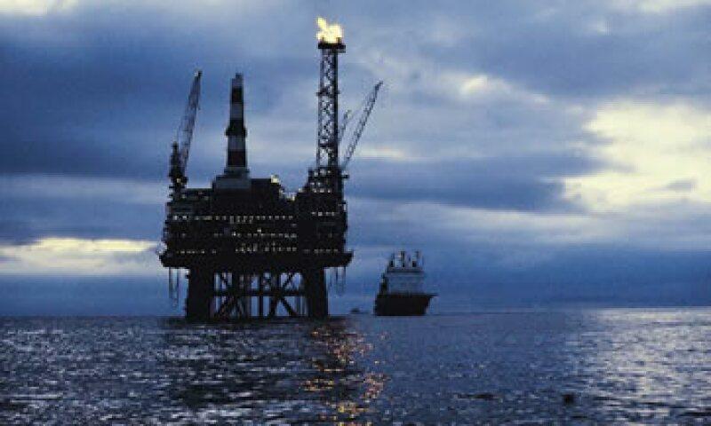 El petróleo operó entre los 95.35 y los 97.87 dólares. (Foto: Thinkstock)