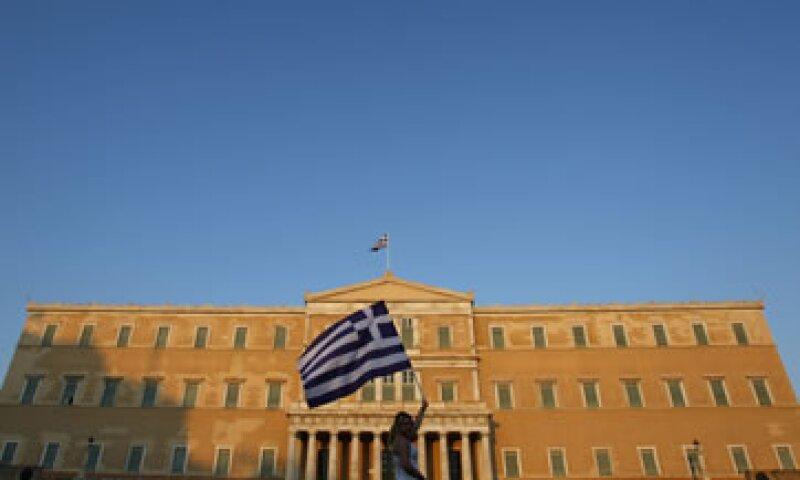 El Parlamento griego votó la creación de una agencia privatizadora bajo los planes de austeridad acordados con la UE y el FMI, lo que provocó protestas violentas. (Foto: Reuters)
