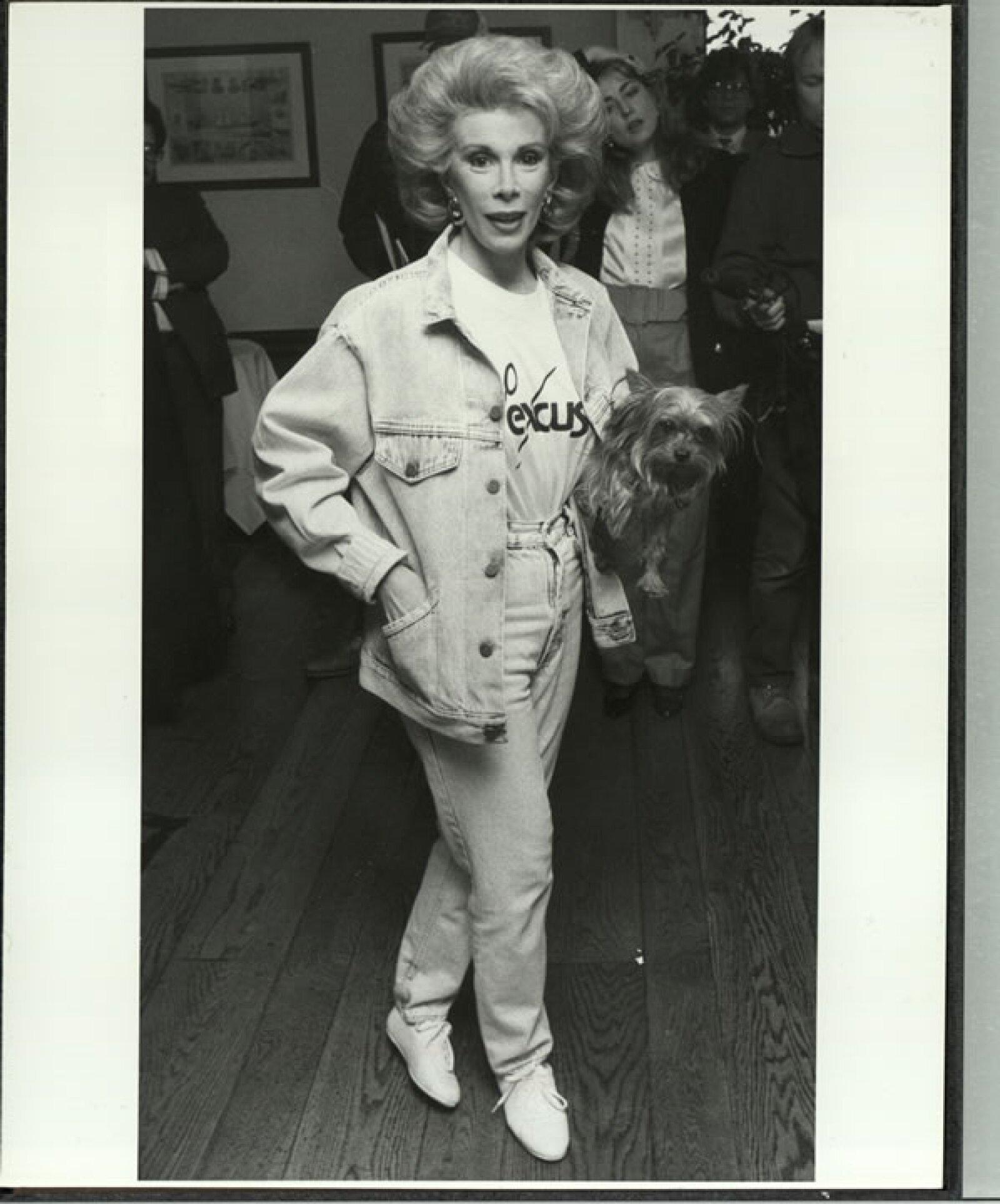 Joan Rivers ahora crítica de la moda, muy en onda en la década de los 90.