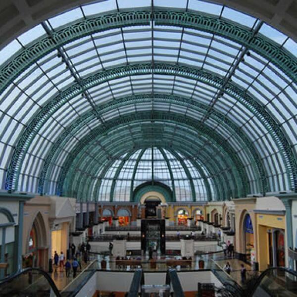Ubicado en Dubai, cuenta con una pista de esquí interna, un gran supermercado, tiendas departamentales y el mayor domo (38 metros de alto por 36 diámetro) en Medio Oriente.