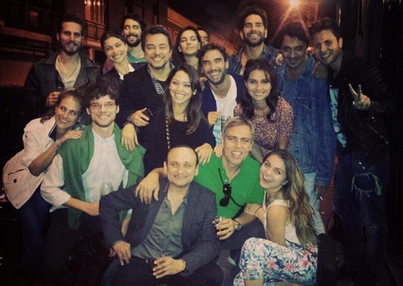 La más reciente imagen de Instagram de Sofía Castro es con su grupo de teatro, compañeros de curso que recién concluyó.