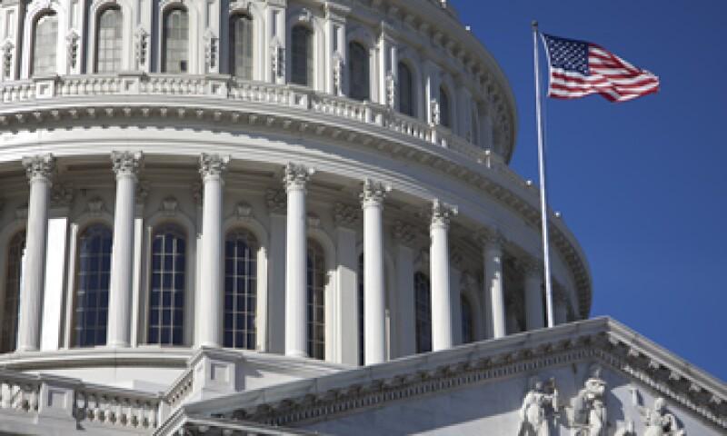 EU caerá de nuevo en recesión si el Congreso no mitiga el impacto de las alzas tributarias y recortes de gastos, dicen economistas. (Foto: AP)