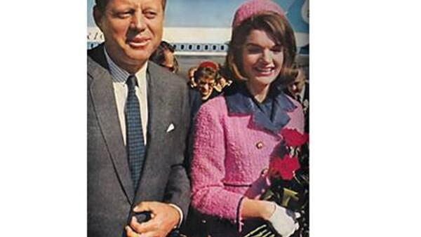 El mítico vestido que portaba la esposa del ex presidente de Estados Unidos cuando lo asesinaron,  ha causado de nueva cuenta controversia debido a su procedencia.