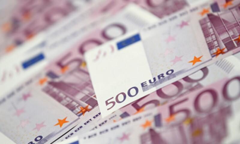 El euro también cayó contra la mayoría de las monedas por la inquietud sobre cómo los funcionarios enfrentarán la crisis de deuda. (Foto: Thinkstock)