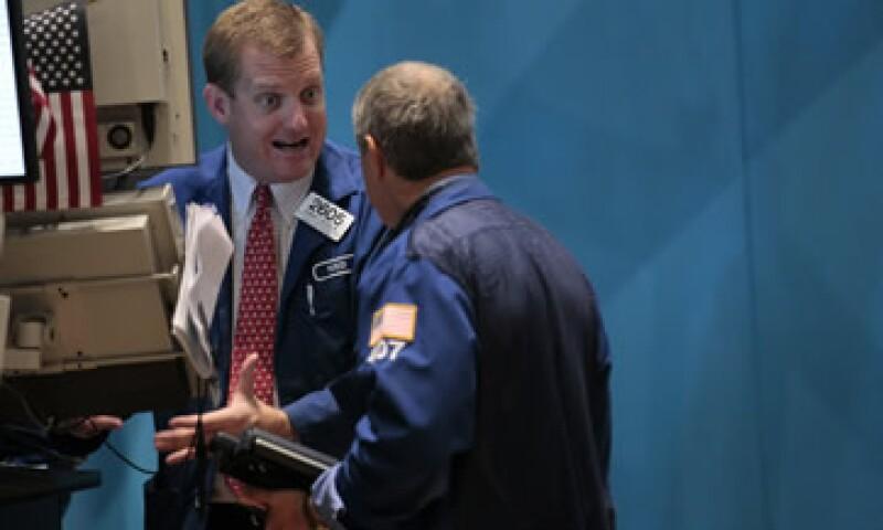 El trimestre estuvo marcado por la baja de calificación a los bonos de EU, y la crisis de zona euro. (Foto: Reuters)