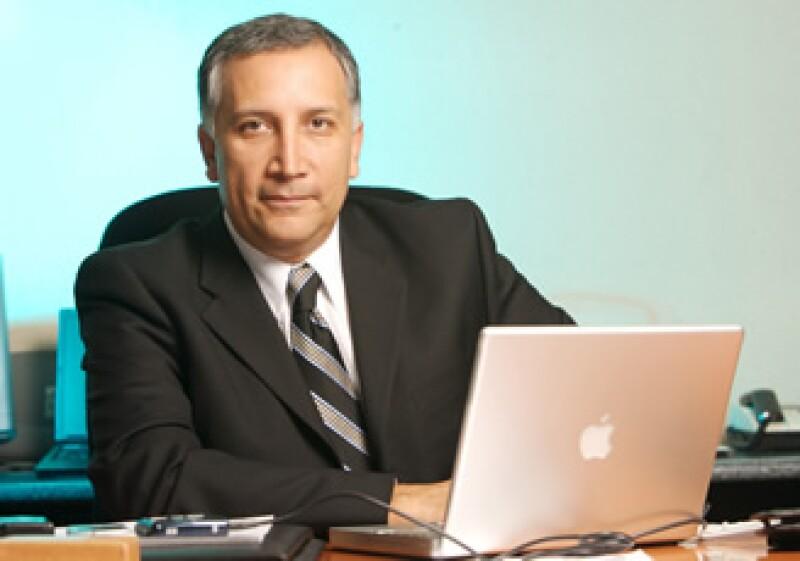 En 2006 Héctor Osuna fue designado por Vicente Fox, pero tras asumir el cargo hubo cambios en el proceso de selección, que no dejaron claro cómo se eligiría al nuevo presidente de la Cofetel. (Foto: Mauricio Ramirez)