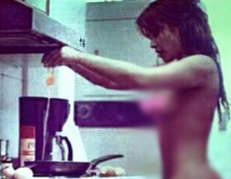 Esta es la polémica foto en donde supuestamente Kim es quien aparece desnuda.