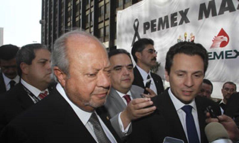 En el PRI militan líderes sindicales, entre ellos el dirigente petrolero Carlos Romero Deschamps (izquierda). (Foto: Cuartoscuro)