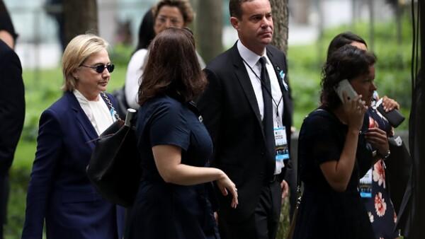 Según asegura un reportero de Fox News, la acandidata del partido demócrata se desmayó mientras se retiraba del homenaje realizado en Manhattan.