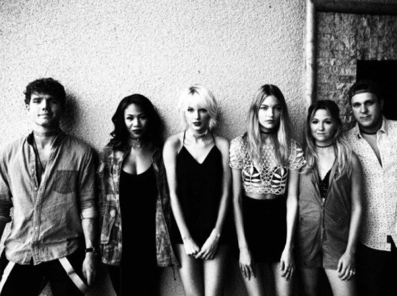 La cantante está acompañada por Lorde, su hermano Austin y más amigos durante este fin de semana de música en California.
