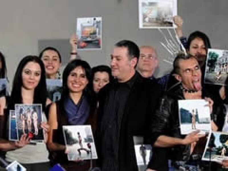 El fotógrafo utilizó modelos que posaron desnudos en lugares públicos de la Ciudad de México.  (Foto: AP)