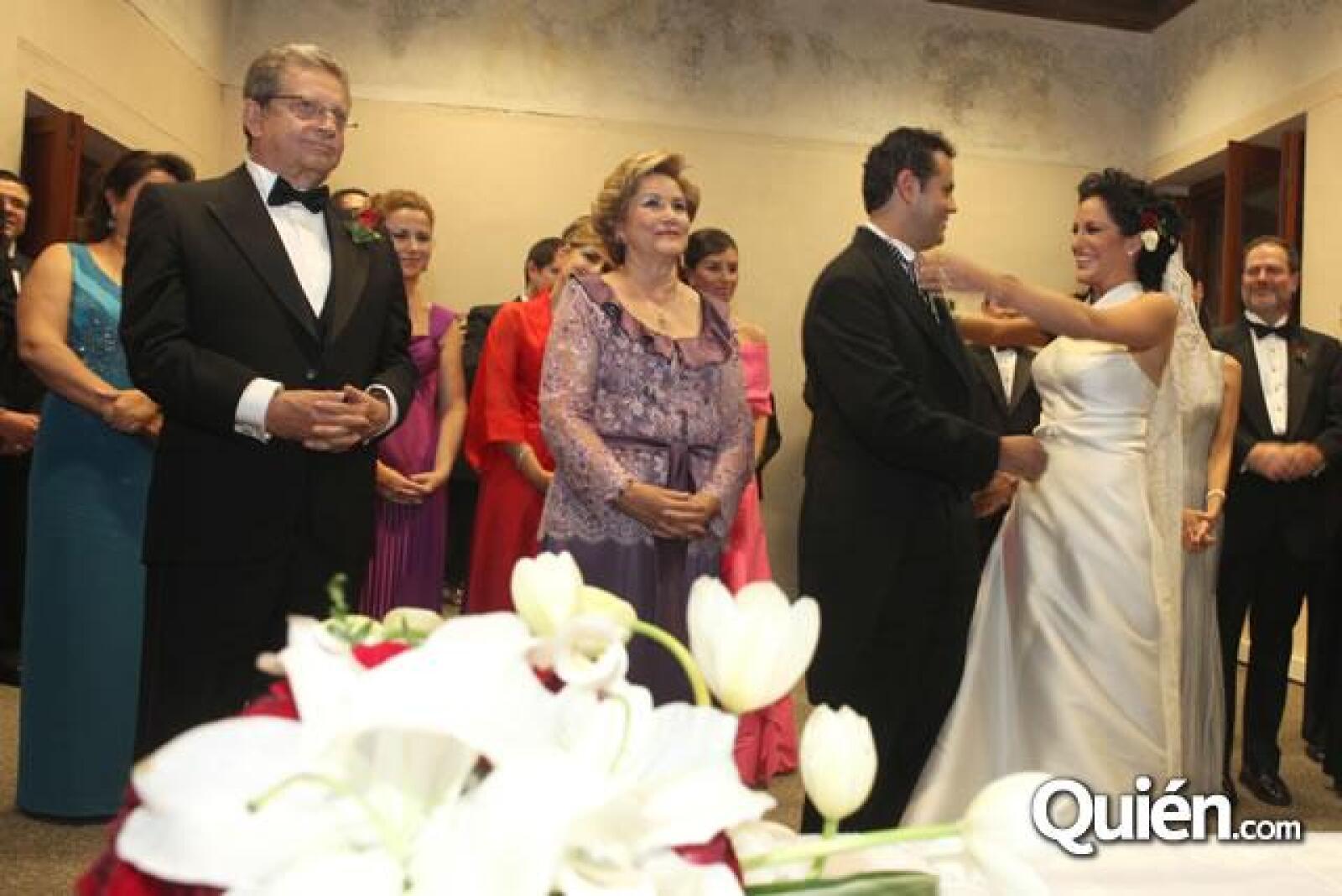 Guillermo Ochoa,Ana Maria Millan,Guillermo Ochoa y Danielle Dithurbide