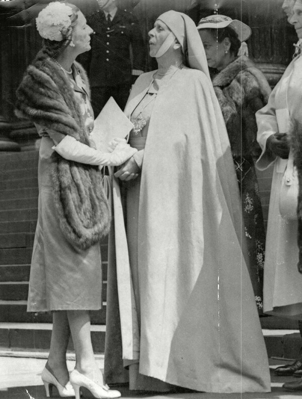 Countess Edwina Mountbatten Of Burma With Princess Alice Of Greece (right) At St Paul's Cathedral Princess Alice Of Battenberg Later Princess Andrew Of Greece And Denmark (victoria Alice Elizabeth Julia Marie; 25 February 1885 Oo 5 December 1969) Wa