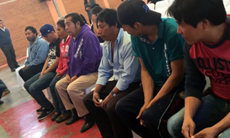 Elia Tamayo y otras víctimas del caso Chalchihuapan estuvieron en la reunión con funcionarios estatales. (Foto: Elvia Cruz )