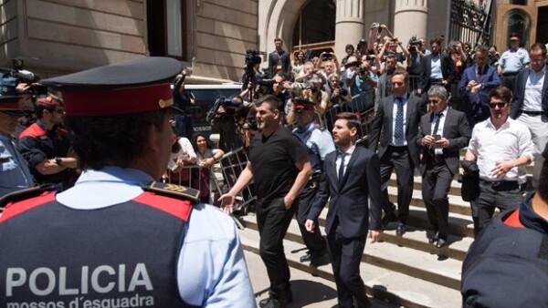 El futbolista argentino acudió a la corte española para rendir su declaración sobre fraude que se le atribuye, tanto a él como su padre, por evasión de impuestos.