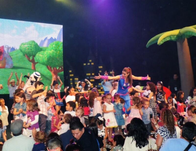 Los niños subieron al final del show para cantar con Patylu.