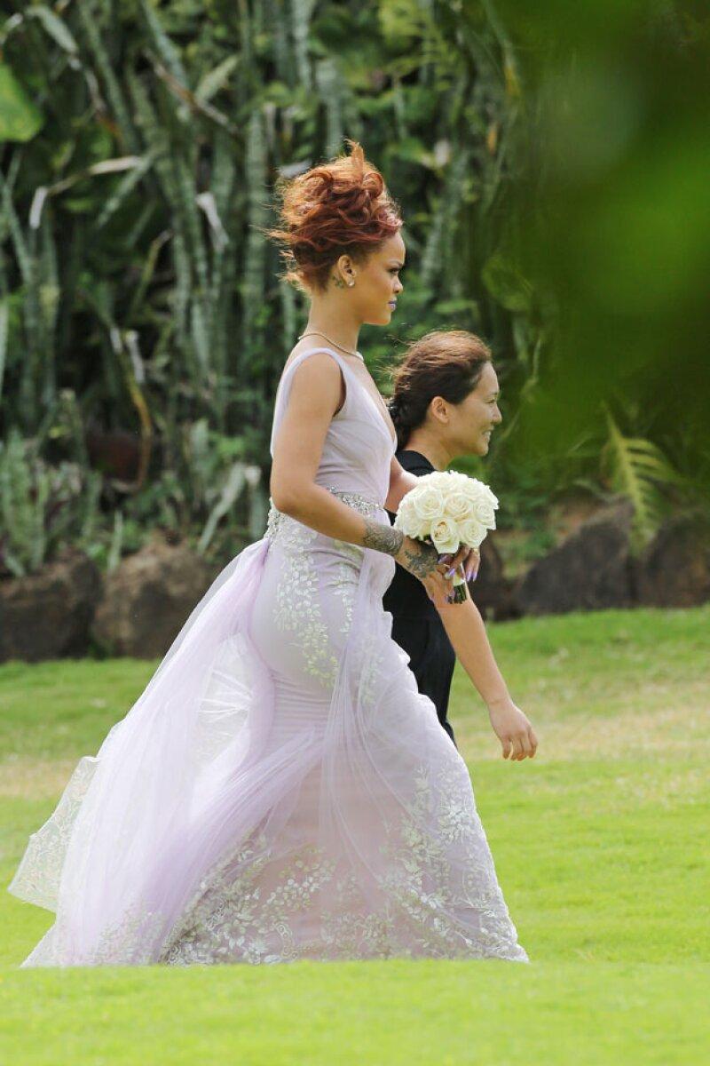 La cantante viajó hasta Hawái para asegurarse de que todo estuviera perfecto en el enlace de su mano derecha.