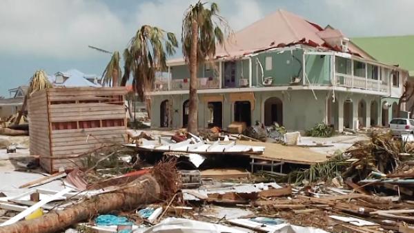 El huracán José alcanza la categoría 4 y sigue la trayectoria de Irma