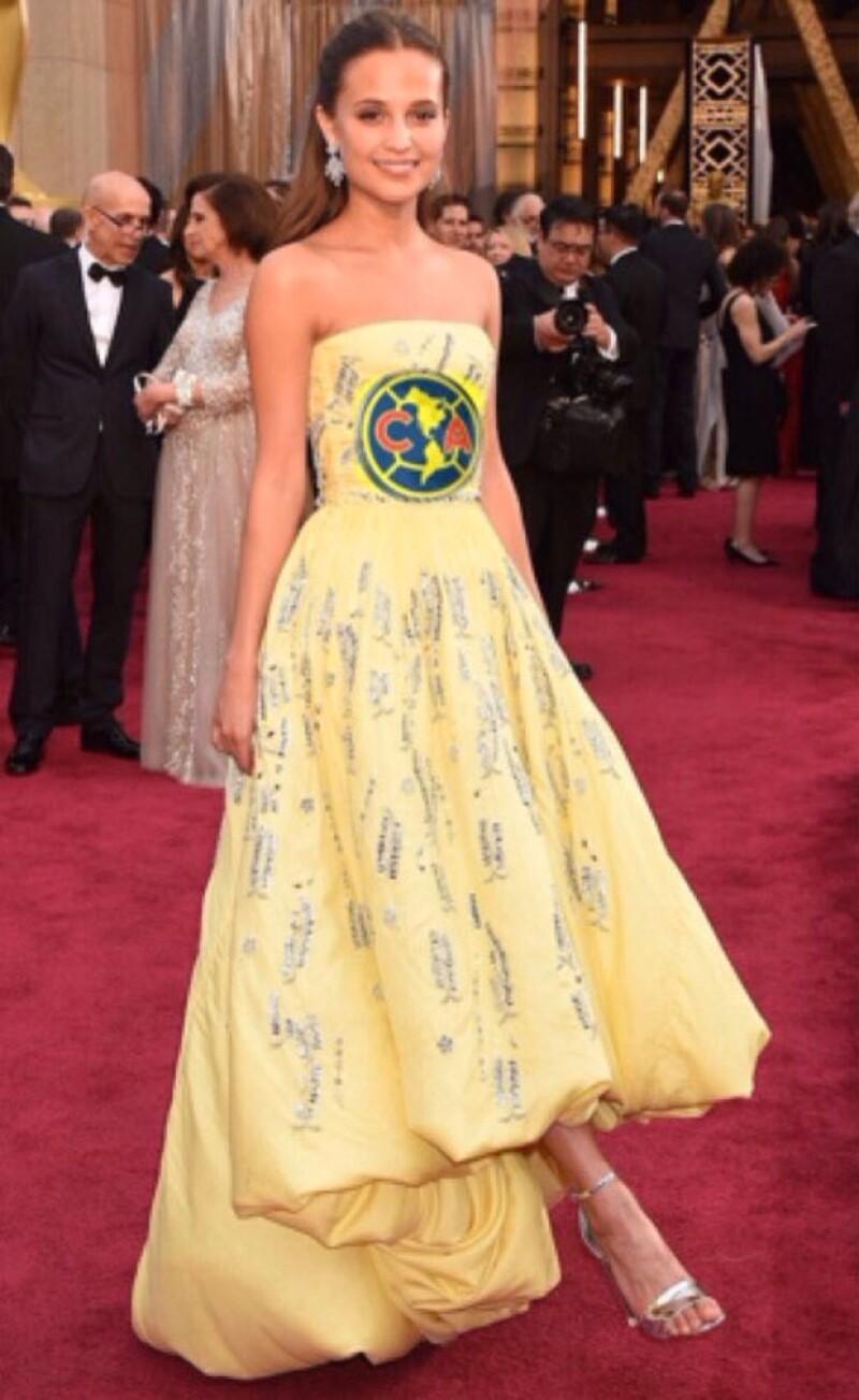 El vestido Louis Vuitton de Alicia se volvió uno de los favoritos para hacer memes.