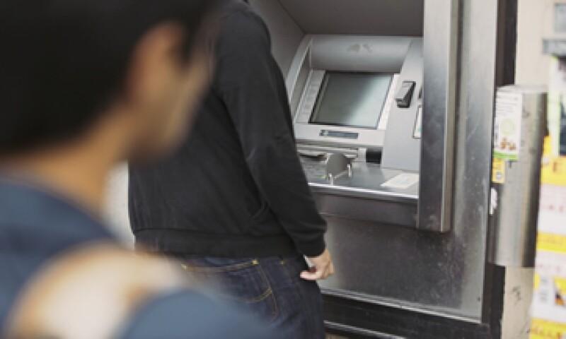 Cuando uses un cajero automático trata de ir acompañado. (Foto: iStock by Getty Images)