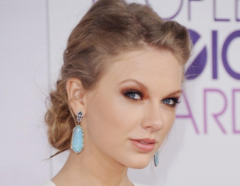 Una amiga cercana a Swift confesó que la canción `I Knew You Were Trouble´ la escribió para su ex. Mientras eso sucede, Harry habla muy bien de ella en Londres.