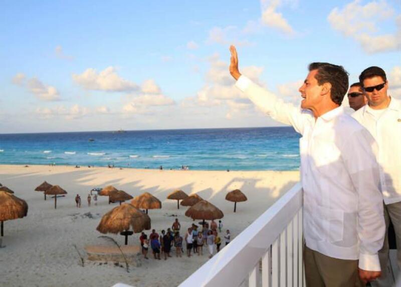 Pe�a inaugura el malec�n Tajamar, en Quintana Roo