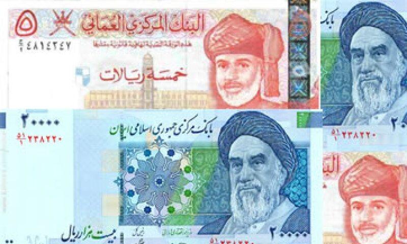 La caída de la moneda se produce después de otra registrada hace 20 días, cuando la cotización del dólar alcanzó los 26,500 riales. (Foto: Especial)