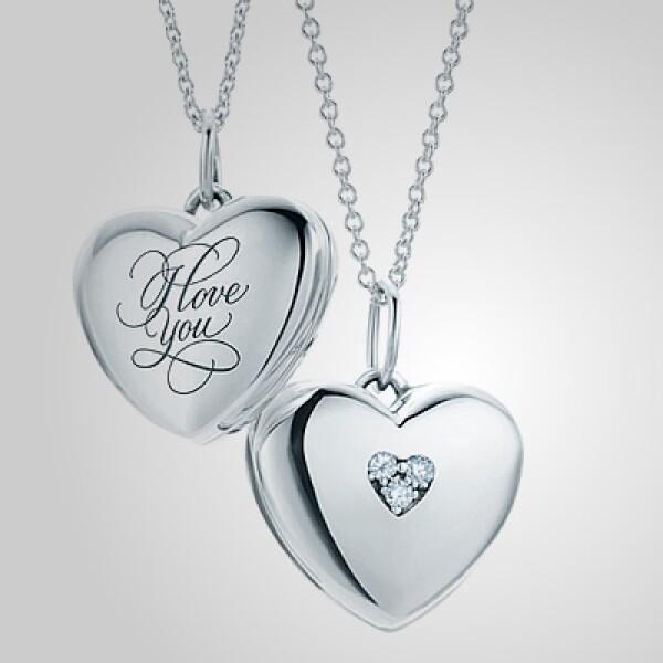 Este juego de collares en plata, con detalles en diamantes, de la marca Tiffany puede ser una opción para esta fecha.