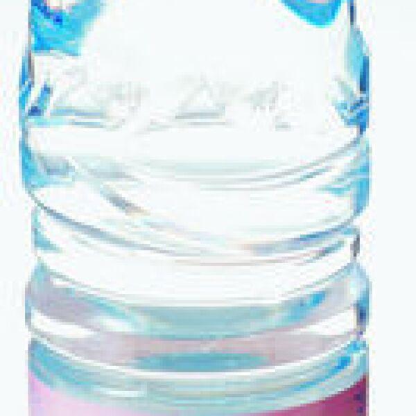Agua embotellada Evian