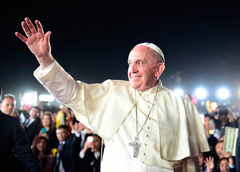 El Papa Francisco se saltó los protocolos en una inesperada visita a la Pontificia Comisión para América Latina.
