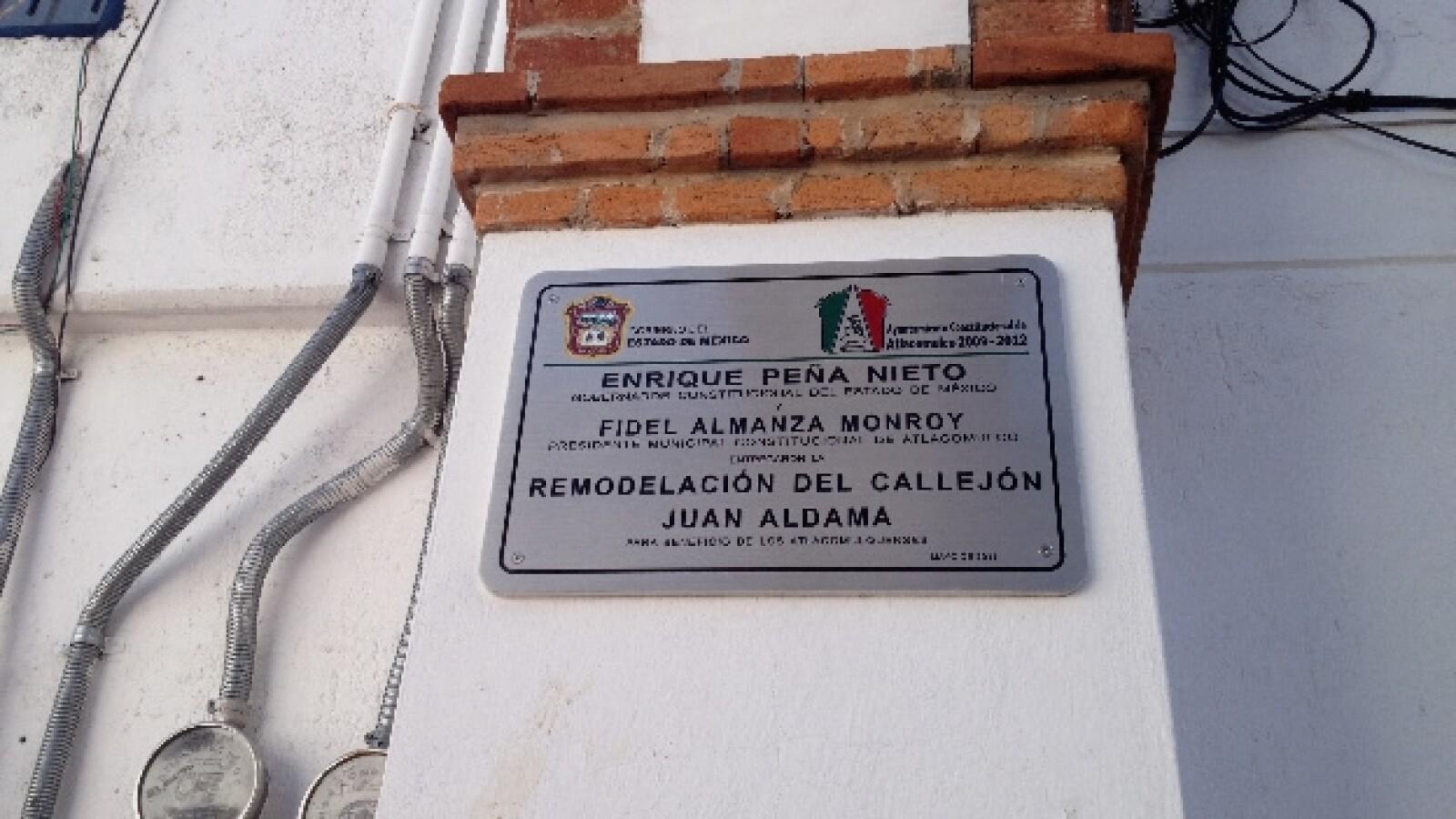 Placa, Enrique Peña