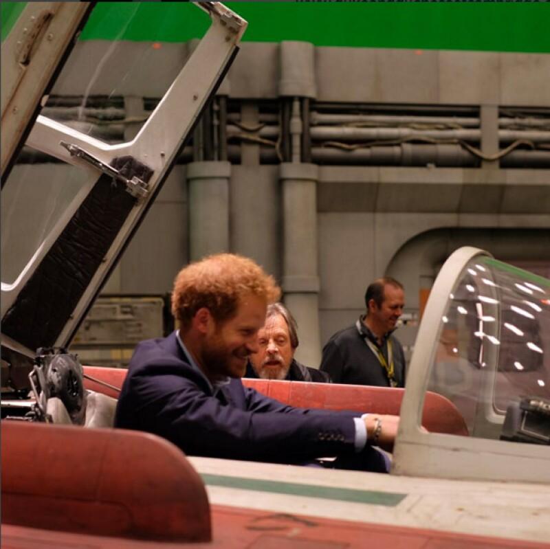 Hasta que Luke Skywalker le enseñara cómo abordr una nave espacial a Harry.