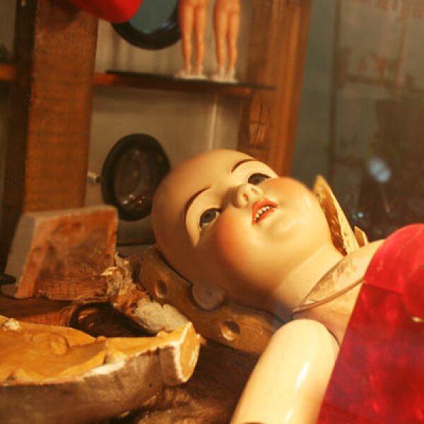 Las muñecas de porcelana de rostros decorados a mano cobraron importancia entre las niñas de los años 20´s.