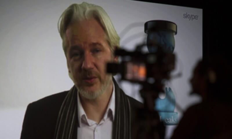 Desde junio de 2012, al menos seis policías resguardan la sede diplomática donde está Assange. (Foto: Getty Images)