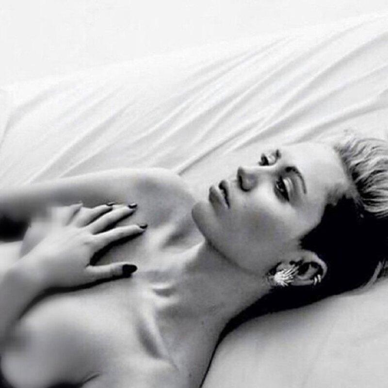 La cantante se mostró sin ropa en la red social para pronunciarse a favor del Free the Nipple Campaign.