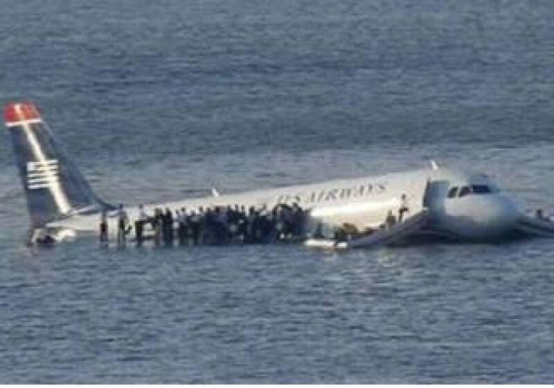 El avión sufrió graves daños por el impacto con una bandada de pájaros. (Foto: Archivo)