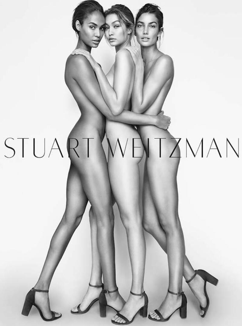 Totalmente desnudas y con los clásicos que distinguen a la marca.