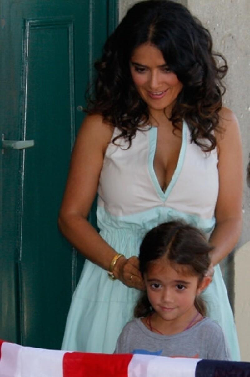La actriz confesó que acudió a una fiesta infantil donde empujó a Valentina para que ella pudiera recoger algunos dulces de la piñata.
