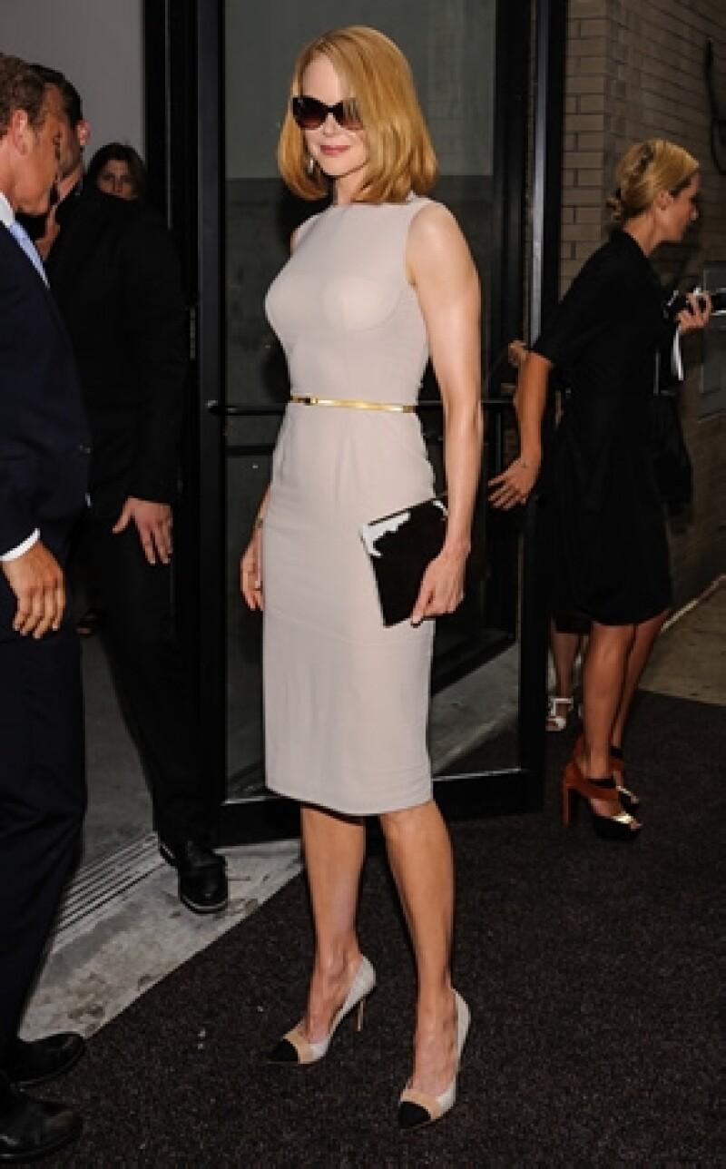La actriz está muy molesta luego de que un paparazzi en bicicleta la arrollara cuando ella entraba a su hotel en Nueva York.