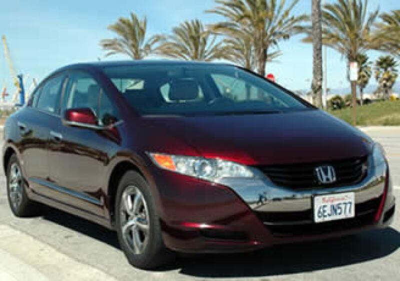 El FCX Clarity de Honda es uno de los coches que tiene su combustión basada en el hidrógeno (Foto: Autocosmos.com)
