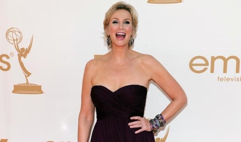 Jane Lynch es la anfitriona de la noche y se esperan al menos tres cambios de ropa para la ocasión.